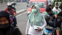 Warga beraktivitas di Jalan Margonda Raya, Depok, Jawa Barat, Minggu (12/4/2020). Menteri Kesehatan menyetujui menerapkan Pembatasan Sosial Berskala Besar (PSBB) di wilayah Kota Depok yang akan dimulai, Rabu (15/4) dalam pencegahan meluasnya COVID-19. (Liputan6.com/Helmi Fithriansyah)