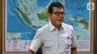Menteri Pariwisata dan Ekonomi Kreatif Wishnutama saat menerima kunjungan jajaran Emtek dan SCM Group di Kantor Kemenpar, Jakarta, Jumat (8/11/2019). Kunjungan tersebut untuk membahas kerja sama di sektor media. (Liputan6.com/JohanTallo)