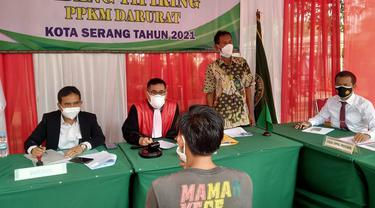 Suasana Sidang Pelanggar Prokes PPKM Darurat Di Kota Serang, Banten. Rabu (07/07/2021). (Dokumentasi Polres Serang Kota).