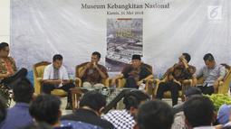 Suasana acara diskusi buku Melawan Konspirasi Global di Teluk Jakarta yang diselenggarakan di Jakarta, Kamis (31/5). Diskusi tersebut menceritakan sebuah konspirasi global yang bertabrakan dengan semangat berdikari. (Liputan6.com/Pool/Odoy)