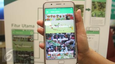 Model menunjukan aplikasi Sipindo saat peluncuran di Jakarta, Kamis (27/4). Ewindo bersama Prisma mengembangkan aplikasi Sipindo dengan fitur yang memudahkan petani mengakses informasi. (Liputan6.com/Angga Yuniar)