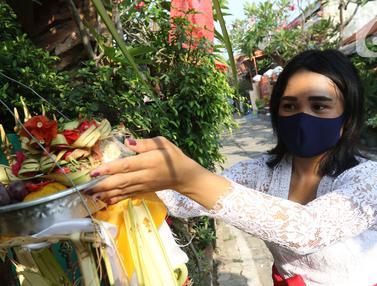 FOTO: Perayaan Hari Raya Galungan Umat Hindu di Bekasi Utara