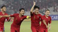 Gelandang Indonesia, Witan Sulaeman, melakukan selebrasi usai membobol gawang Chinese Taipei, pada laga AFC U-19 di SUGBK, Jakarta, Kamis (18/10/2018. Indonesia menang 3-1 atas Chinese Taipei. (Bola.com/M Iqbal Ichsan)