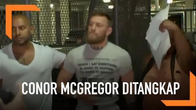Conor McGregor ditangkap di Florida Selatan karena mencuri ponsel orang yang mencoba mengambil fotonya. Ia didakwa atas tuduhan perampokan dan kejahatan kriminal.