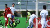 Timnas Indonesia U-22 kalah 0-3 dari Timnas Malaysia U-22 di laga pertama penyisihan Grup H kualifikasi Piala AFC U-23 2018, Rabu (19/7/2017). (Bola.com/Dok. FAM)