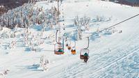 Ilustrasi bermain ski. (dok. Unsplash.com/Alexandra Luniel@luniel)