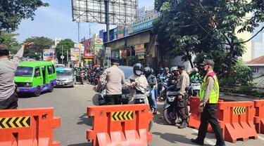 Petugas gabungan di Kota Bogor memutar balik pengendara yang tidak memiliki STRP selama masa PPKM Darurat