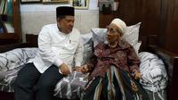 Fahri Hamzah bertemu Mbah Moen di di Komplek Pondok Pesantren Al Anwar, Sarang, Rembang, Jawa Tengah. (Liputan6.com/Rifqi Aufal Sutisna)