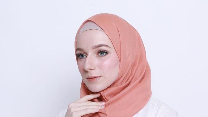 Hijab instan dari brand Esca Scarf. (dok. Instagram @esca_scarf/https://www.instagram.com/p/BxeRtgJgke4/)