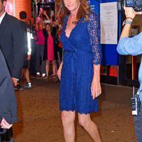 Beredar kabar jika Caitlyn Jenner mempunyai kekasih seorang transgender yang bernama Candis Cayne. (via mirror.co.uk)