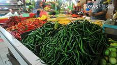Perum Bulog melakukan operasi pasar untuk meredam tingginya harga cabai rawit merah di pasaran. Dalam operasi pasar ini, Bulog menjual harga cabai keriting merah Rp 17.500 per setengah kilogram (kg) dan cabai rawit merah Rp 15.000 per seperempat kg.