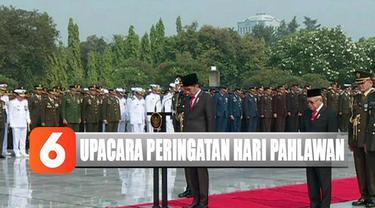 Upacara dimulai dengan penghormatan pada pahlawan dilanjutkan dengan dibunyikan sirine untuk mengenang pertempuran 10 November 1945 di Surabaya.