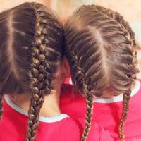 Ilustrasi Kepang Rambut Untuk Anak (sumber gambar: Brown Haired Bliss)