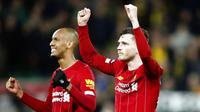 Para pemain Liverpool, Andrew Robertson dan Fabinho, merayakan kemenangan atas Norwich City pada laga Premier League di Stadion Carrow Road Minggu (16/2/2020). Liverpool menang 1-0 atas Norwich City. (AP/Frank Augstein)