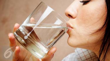 Kebiasaan Minum Air yang Salah