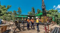 PT Sumbawa Timur Mining mengumumkan hasil uji kandungan logam (assay) dari lubang pengeboran terbaru VHD096; lubang bor vertikal sedalam 2.042,72 meter ke dalam potensi sumber daya mineral Onto.