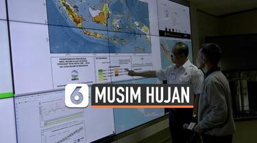 Masyarakat Indonesia bersiap-siap karena musim kemarau tahun ini  akan lebih panjang. BMKG menginformasikan awal musim hujan akan datang mundur hingga 30 hari.
