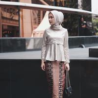 Deretan baju kondangan yang nggak ribet dan kekinian. (dwihandaanda/instagram)