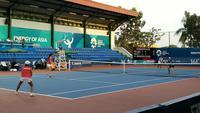 Ganda putri Indonesia menghadapi Pakistan pada tenis Asian Games 2018. (Liputan6.com/Nefri Inge)
