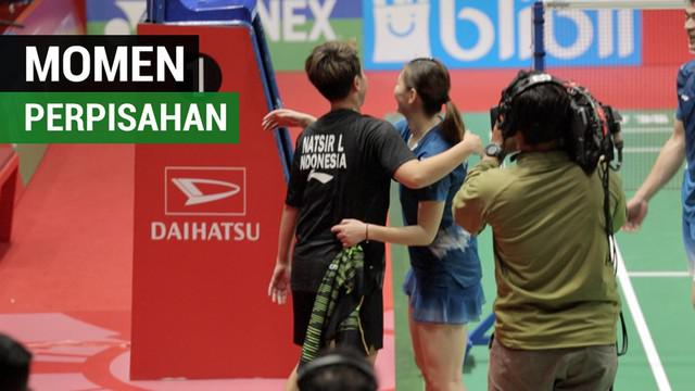 Berita video momen perpisahan Liliyana Natsir dengan ganda campuran China, Zheng Siwei / Huang Yaqiong, setelah partai final di Indonesia Masters 2019, Minggu (27/1/2019).