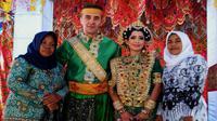 Seorang pria asal Kanada, mempersunting gadis Bugis asal Dusun Pape, Desa Bune, Kecamatan Libureng, Kabupaten Bone, Sulawesi Selatan. (Liputan6.com/Fauzan)