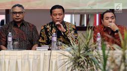 Ketua Bawaslu Abhan (tengah) menghadiri sosialisasi pengaturan kampanye pemilu 2019 di Jakarta, Senin (26/2). Bawaslu bekerjasama dengan KPU, KPI dan dewan pers untuk mengawasi potensi masalah pada periode kampanye pemilu 2019. (Liputan6.com/JohanTallo)