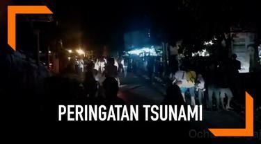 Warga di Lubuk Banggai, Sulteng panik dan melarikan ke tempat aman setelah gempa magnitudo 6,9 mengguncang daerah tersebut.