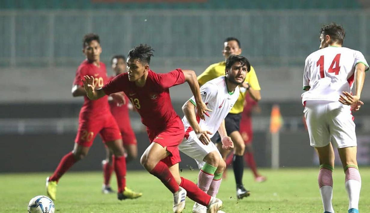 Rachmat Irianto, bek tengah Persebaya Surabaya yang kini termasuk dalam pemain andalam timnas Indonesia. Pelatih Shin Tae-yong kepincut dengan kemampuan bertahan dari Rachmat Irianto. Ia selalu tampil dengan apik saat menjaga pertahanan Garuda di ajang internasional.(Liputan6.com/IG/@rachmatirianto)