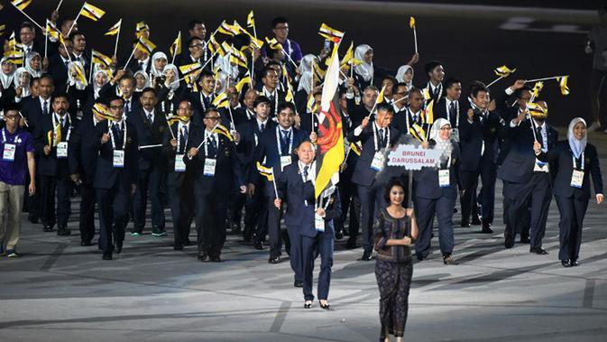 Kontingen Brunei Darussalam saat mengikuti parade di pembukaan SEA Games 2015, Singapura, Jumat (5/6/2015). (AFP Foto)#source%3Dgooglier%2Ecom#https%3A%2F%2Fgooglier%2Ecom%2Fpage%2F%2F10000
