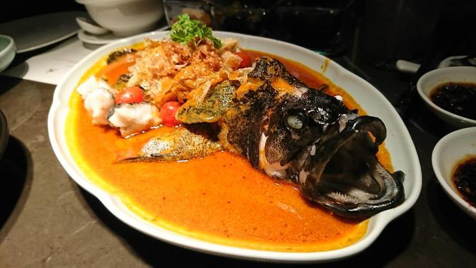Tiger grouper with spicy Asian sauce di Hakkasan. (/Dinny Mutiah)