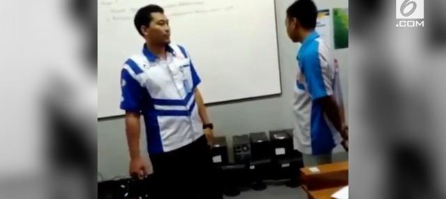 Sempat viral karena menampar murid, guru di Purwokerto akhirnya memberikan klarifikasi terkait aksinya menampar murid di kelas.