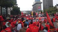 Sejumlah elemen massa yang tergabung dalam aksi demo 28 Oktober 2019 mulai memadati kawasan Thamrin Jakarta Pusat. (Liputan6.com/Muhammad Radityo Priyasmoro)