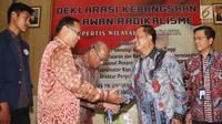 Menteri Ristek Dikti, Muhammad Nasir saat menghadiri deklarasi kebangsaan melawan radikalisme di UKI, Jakarta, Selasa (19/9). Deklarasi tersebut dilakukan untuk melawan radikalisme yang akan mengahncurkan keutuhan NKRI. (Liputan6.com/Angga Yuniar)