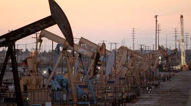 Harga minyak Brent yang menjadi patokan harga dunia, untuk transaksi berjangka, naik 49 sen atau sekitar 1 persen.
