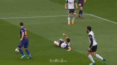 Barcelona meraih kemenangan 2-1 atas Valencia dalam lanjutan La Liga pekan ke-32, Minggu (15/4/2018) dinihari WIB. This video is presented by Ballball.