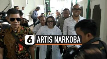 Nunung Srimulat dan suaminya, Iyan Sambiran menjalani sidang perdana terkait kasus narkoba R di Pengadilan Negeri Jakarta Selatan. Nunung mengaku siap dengan dakwaan apapun dari hakim di sidang perdananya ini.