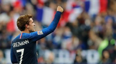 Penyerang Prancis, Antoine Griezmann berselebrasi usai mencetak gol ke gawang Jerman pada laga UEFA Nations League di Stadion Stade de France, Paris, Selasa (16/10). Dua gol Griezmann membawa Prancis menaklukkan Jerman 2-1. (AP Photo/Christophe Ena)