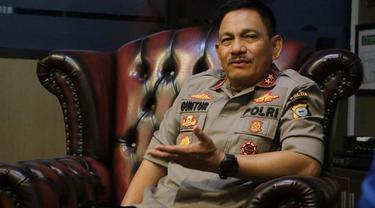 Kapolda Sulsel, Irjen Pol Mas Guntur Laupe mengatakan kasus dugaan korupsi pengadaan 1000 unit kandang ayam di Kota Palopo telah dihentikan (Liputan6.com/ Eka Hakim)