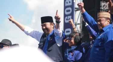 Ketum Partai Nasdem Surya Paloh, Menteri Lingkungan Hidup dan Kehutanan Siti Nurbaya dan mantan Menteri Perdagangan Rachmat Gobel menghadiri Kampanye Rapat Umum di Gorontalo, Minggu (24/3). Partai Nasdem mengawali Kampanye Terbuka di Provinsi Gorontalo. (Liputan6.com/Arfandi Ibrahim)