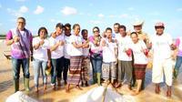 Menteri BUMN Rini Soemarno menyambangi pabrik garam di Desa Bipolo, Kupang, NTT, Selasa (14/8/2018).