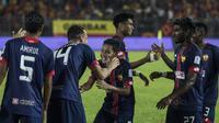 Gelandang Selangor FA, Evan Dimas, merayakan kemenangan atas Kuala Lumpur FA pada laga Liga Super Malaysia di Stadion KLFA, Kuala Lumpur, Minggu (4/2/2018). Kuala Lumpur FA kalah 0-2 dari Selangor FA. (Bola.com/Vitalis Yogi Trisna)