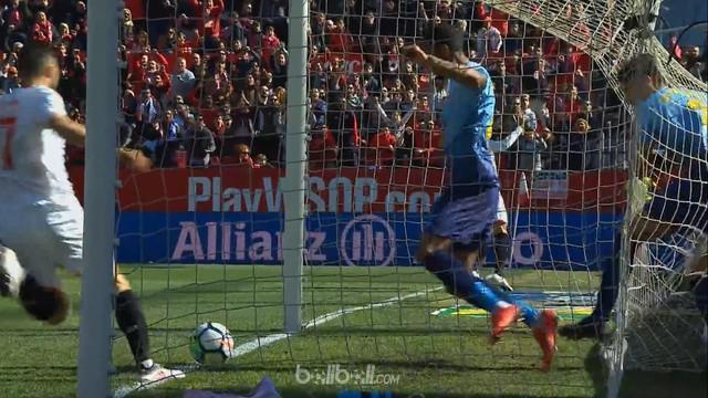 Sergio Rico lakukan penyelamatan penting saat Sevilla menghadapi Girona. This video is presented by Ballball.