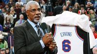 Legenda Philadelphia 76ers, Julius Erving. (clutchpoints.com).