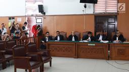 Tim kuasa hukum mantan Ketum PPP Romahurmuziy alias Rommy menghadiri sidang perdana praperadilan di Pengadilan Negeri Jakarta Selatan, Senin (22/4). Sidang ditunda selama dua pekan karena KPK, selaku tergugat, mengaku masih mengumpulkan bukti-bukti. (Liputan6.com/Immanuel Antonius)