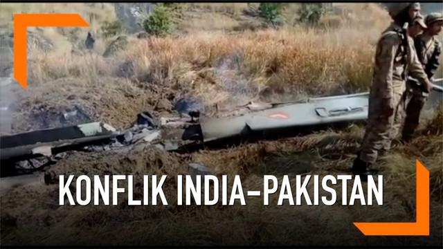 Pakistan menembak sebuah pesawat tempur milik India yang masuk ke wilayah negaranya.