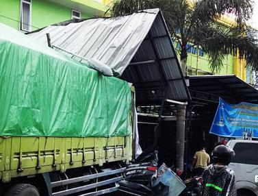 Truk Tabrak Area Parkir RS di Bumiayu, 4 Orang Tewas