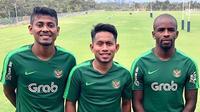 Tiga pemain Madura United di Timnas Indonesia melawan Myanmar, Zulfiandi (kiri), Andik Vermansah, dan Greg Nwokolo (kanan). (Bola.com/Dok. Madura United)