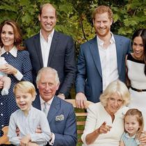Di foto keluarga saat Prince Charles ulang tahun ke-70, Meghan Markle kenakan dress dari Givenchy. (Foto: instagram.com/ChrisJacksonGetty)