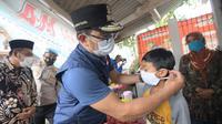 Gubernur Jabar Ridwan Kamil saat melakukan sidak penerapan protokol kesehatan (prokes), khususnya memakai masker, di Alun-Alun Singaparna, Kabupaten Tasikmalaya, Rabu (20/1/2021). (Foto: Humas Jabar)