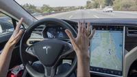 CEO Tesla, Elon Musk, mengatakan bahwa konsumen di luar Amerika Serikat (AS) sudah dapat menjajal fitur autopilot.
